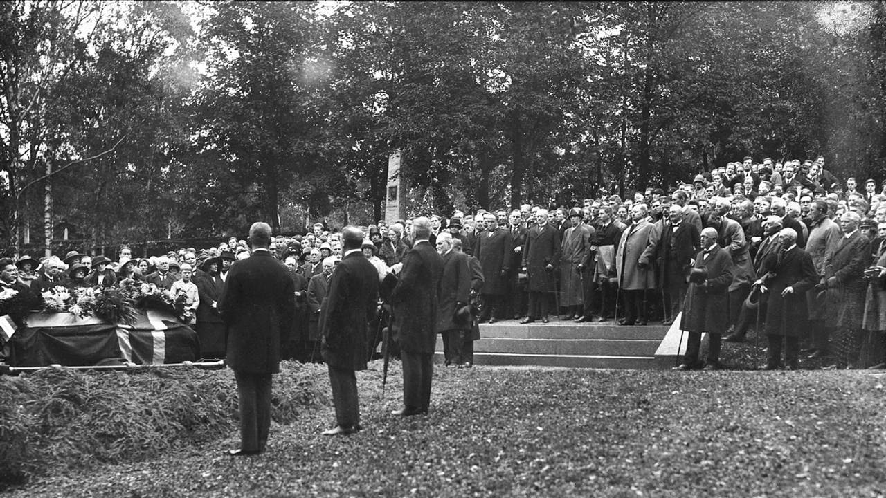 Rikard Nordraak blir gravlagt på Vår Frelsers Gravlund i Oslo