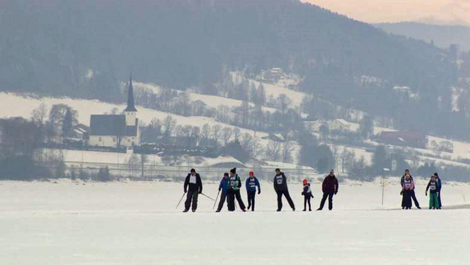 Et busslass på 60 hollendere tok i år turen til Norge og Mjøsa kun for å gå på skøyter.
