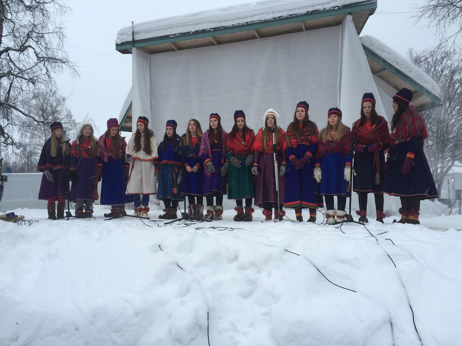 Det lulesamisk koret Vaajmoe sang flere sanger under feiringen av samenes nasjonaldag.