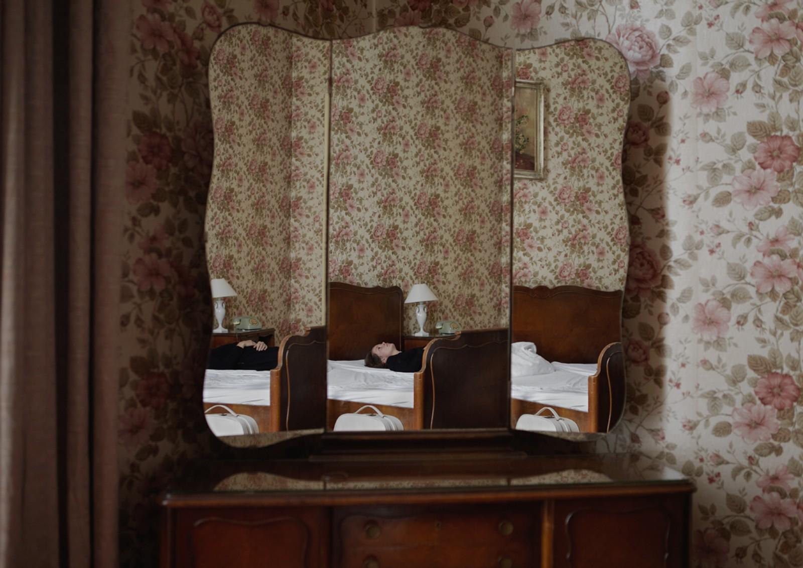 "ROOM 211: Fra fotoserien ""Do not disturb"" (2011)."