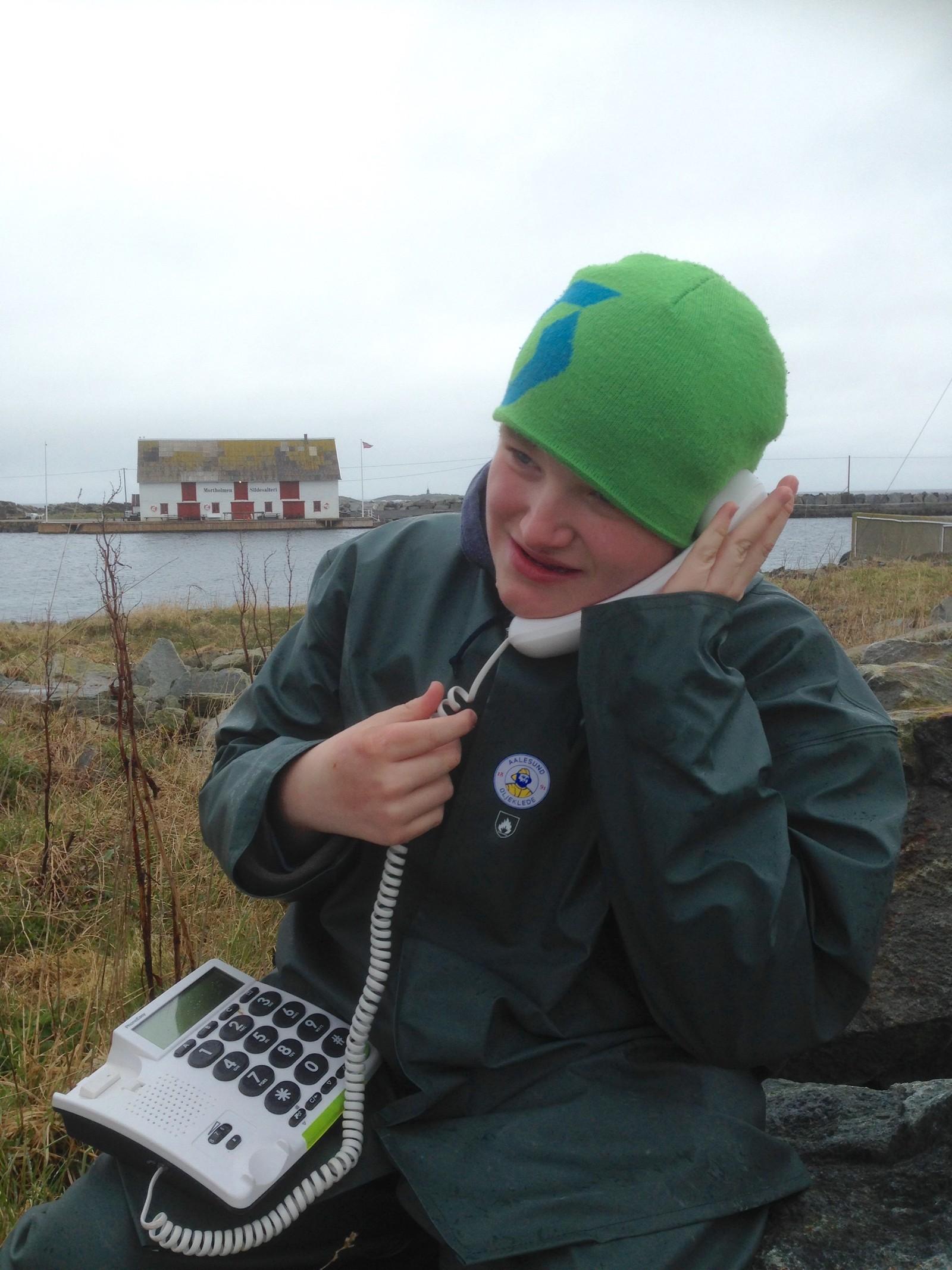 På Åkra på Karmøy fant miljøarbeiderne som rydda denne telefonen.