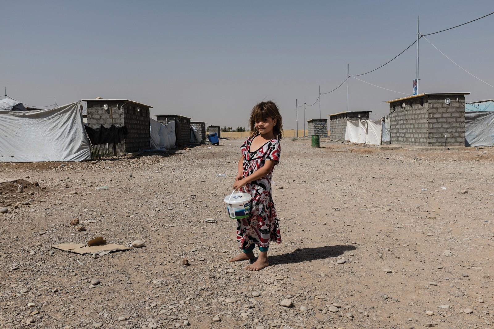 Auia (7) er en del av minoritetsgruppen Shabak fra Bartella i Nord-Irak. Siden faren døde av kreft i fjor har hun levd på støtte fra NGOer.