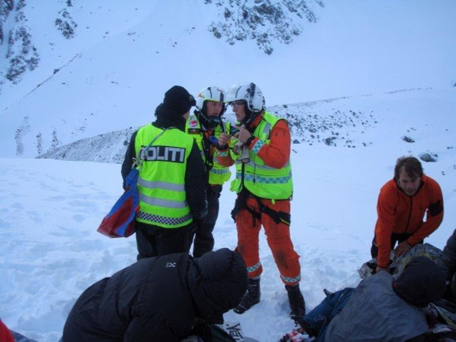 Andreas Grundvåg Nilssen lå under snøen i 17 minutter, og holdt på å miste livet. Han ble dratt 400 meter ned fjellet.