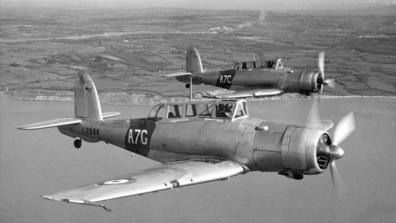 Blackburn B-24 Skua IIc L2889 & L2874 of 803 Sqn i Mai 1939.