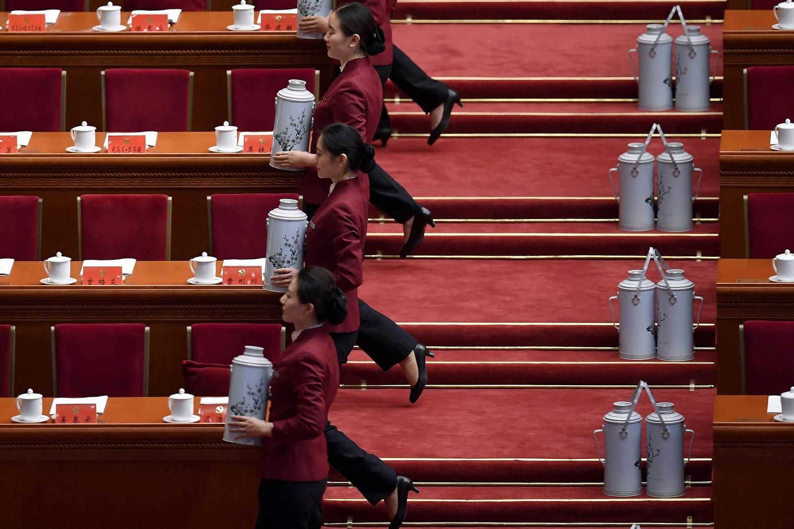 Og her forbereder de teservering under kongressen til kommunistpartiet i Beijiing.
