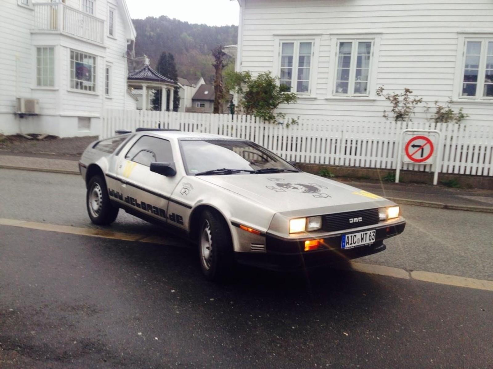 Birkeland har god kontakt med andre bilentusiaster. Her er en på besøk i Flekkefjord.