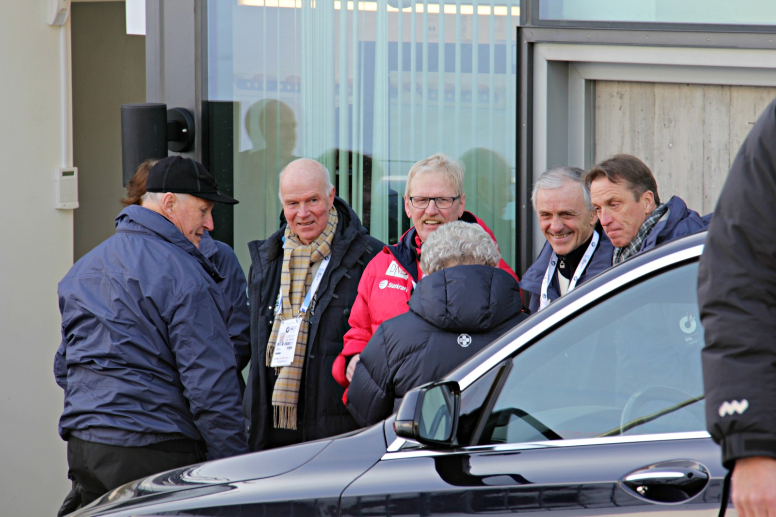 11 March: HM King Harald and his sister HH Princess Astrid arrives at the venue and is welcomed by the biathlon top leaders.