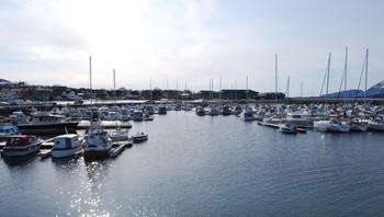 Småbåthavna i Sandnessjøen i et nydelig vær