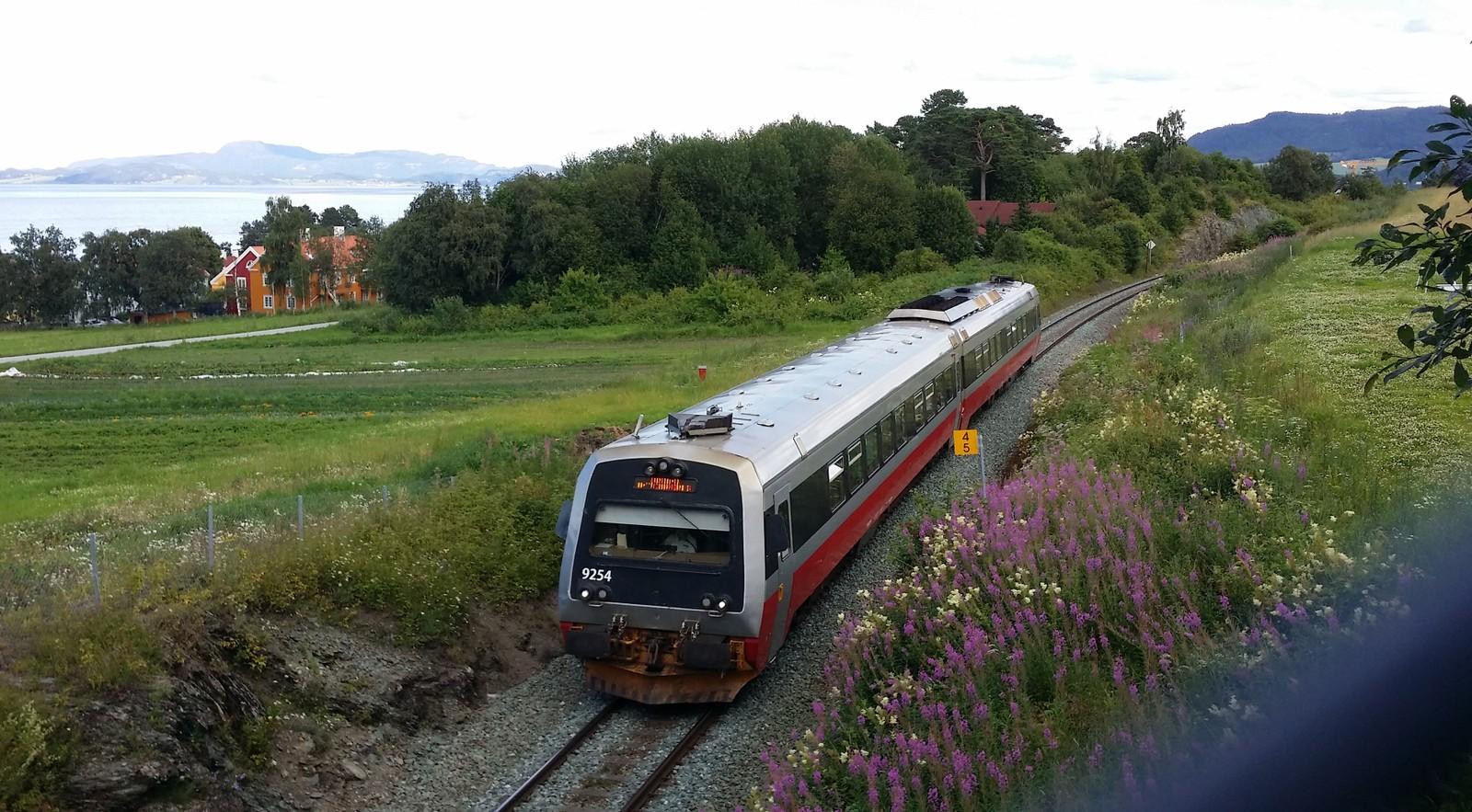 Toget passerer Rotvoll