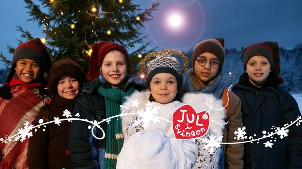 Det skjer mye i Svingen i desember, både vanlige juleforberedelser og mer uvanlige aktiviteter, ofte igangsatt av en barnslig pappa. Norsk julekalender.