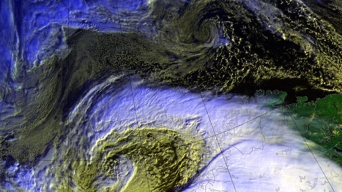 KRAFTIG VIND: Det blir eit heftig døgn i Nordland og Troms, med fare for store nedbørsmengder og kraftig vind. Slik var stoda klokka 10 måndag.