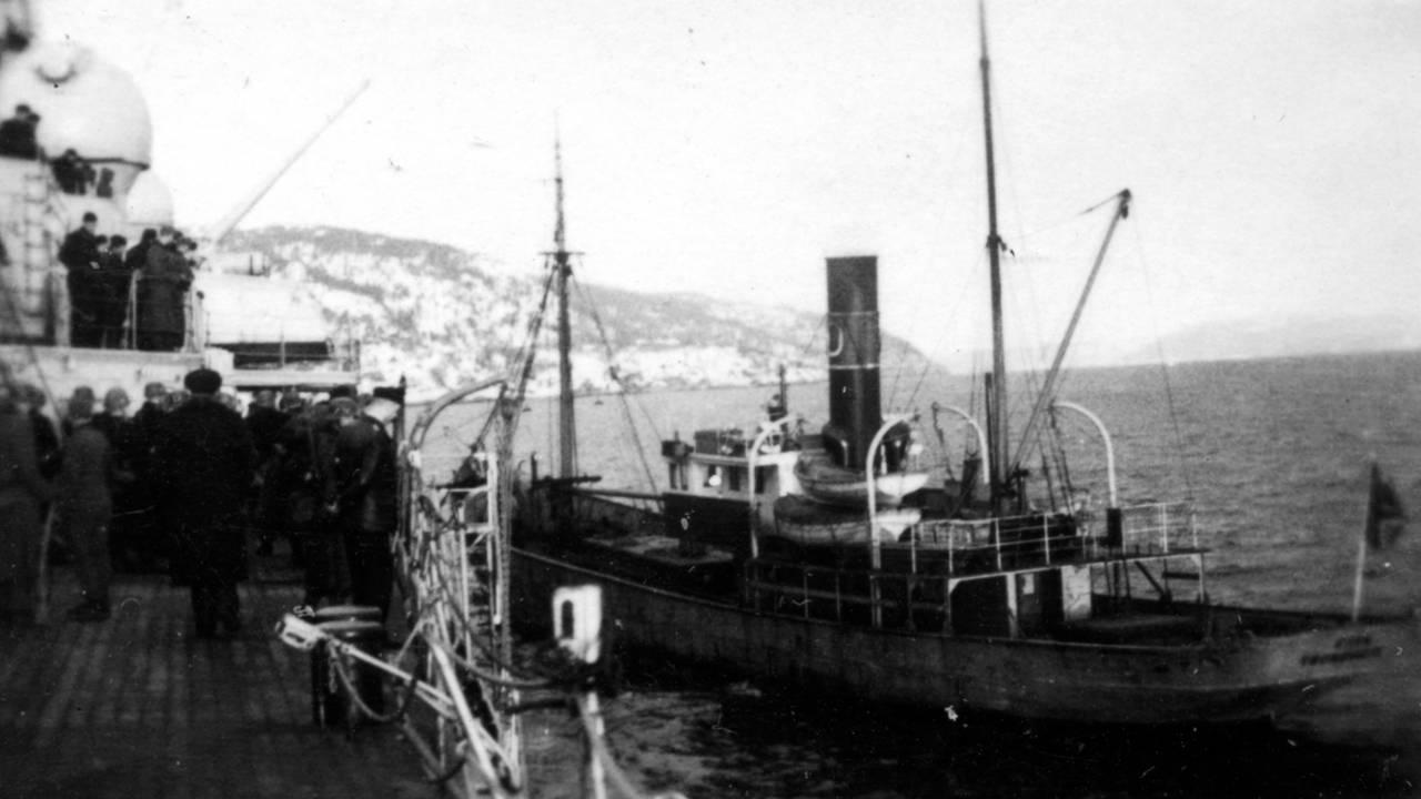 Tyske soldater går i land i Trondheim fra krigsskipet Admiral Hipper, 9. april 1940.