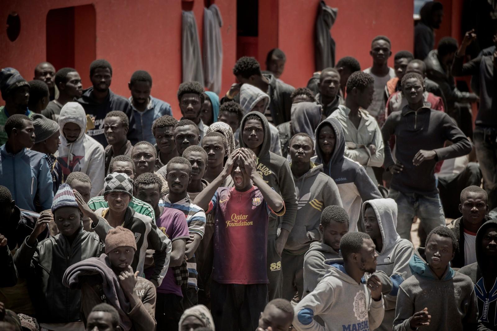 2. plass Nyhetsreportasje utland: Hans Arne Vedlog, Dagbladet.  Flere tusen risikerer livet i forsøket på å nå Europa ved å krysse Middelhavet, verdens dødeligste sjøvei. Ifølge tall fra FNs høykommissær for flyktninger (UNHCR) dør hver 47. person som ankommer Italia på ruten fra Libya.