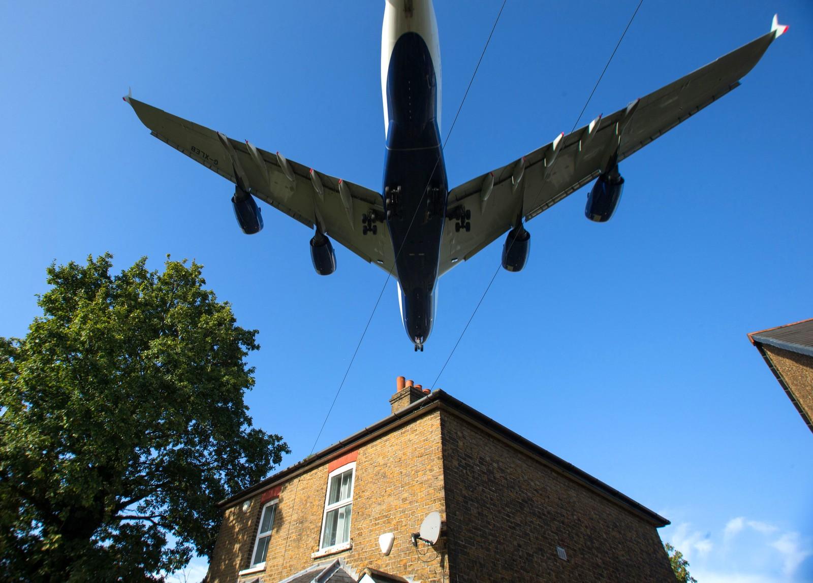 Vi er fremdeles ved Heathrow. Så nære denne boligen er flyene når de skal lande.