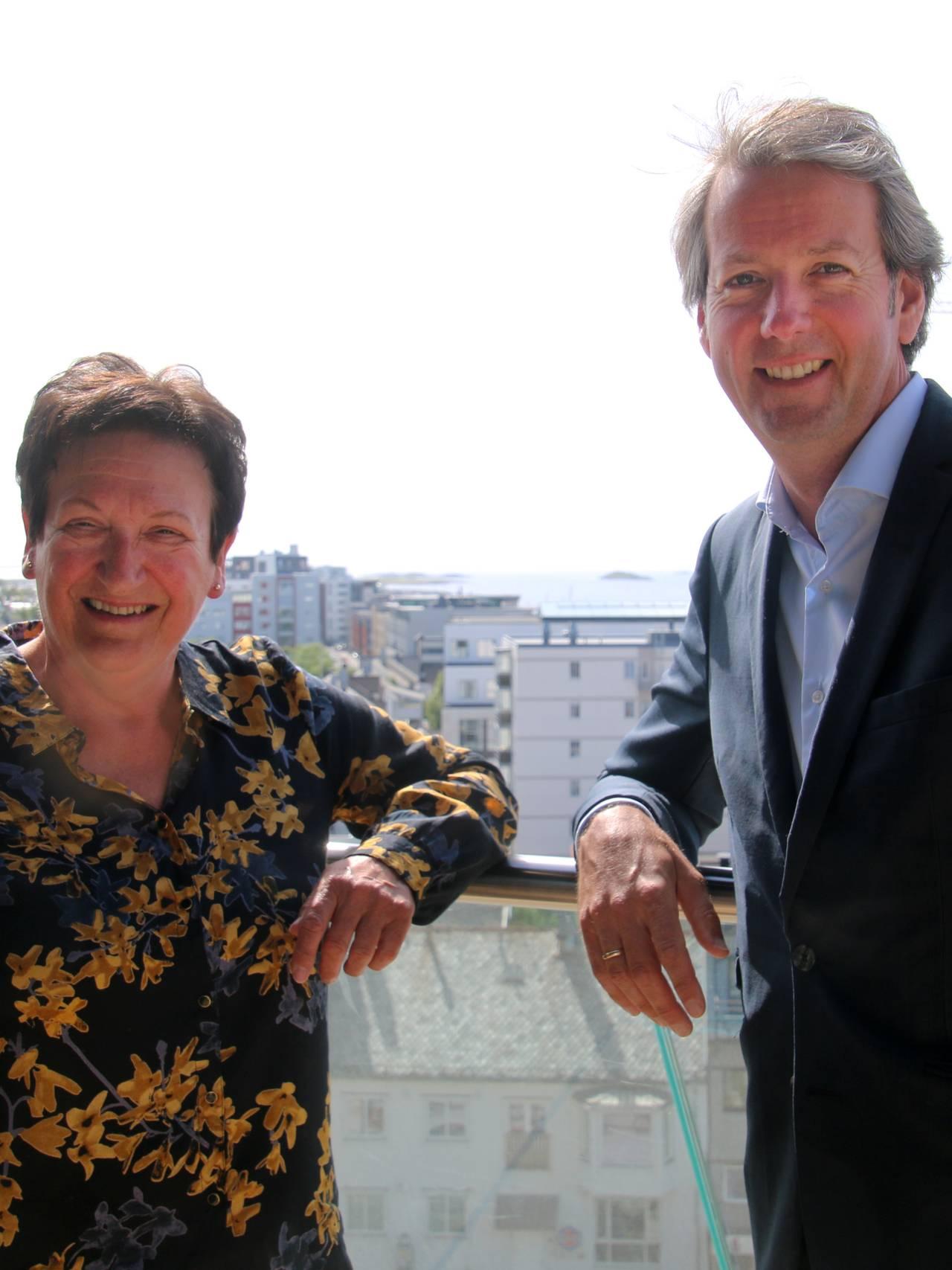 Andre Wallann-Larsen er ansatt som direktør for kulturhovedstadprosjektet Bodø2024. Her sammen med styreleder Hill-Marta Solberg.