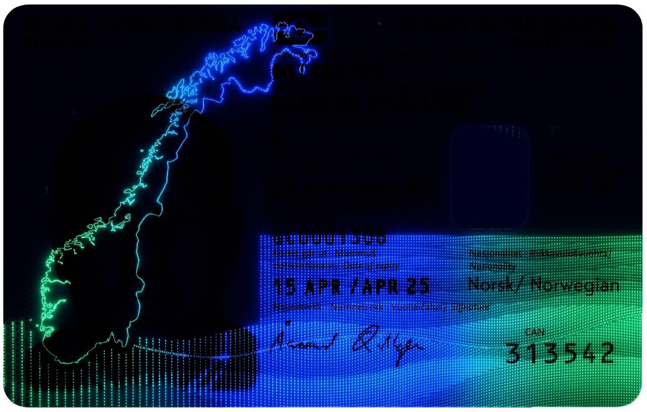 Nasjonalt ID-kort forside med UV-lys