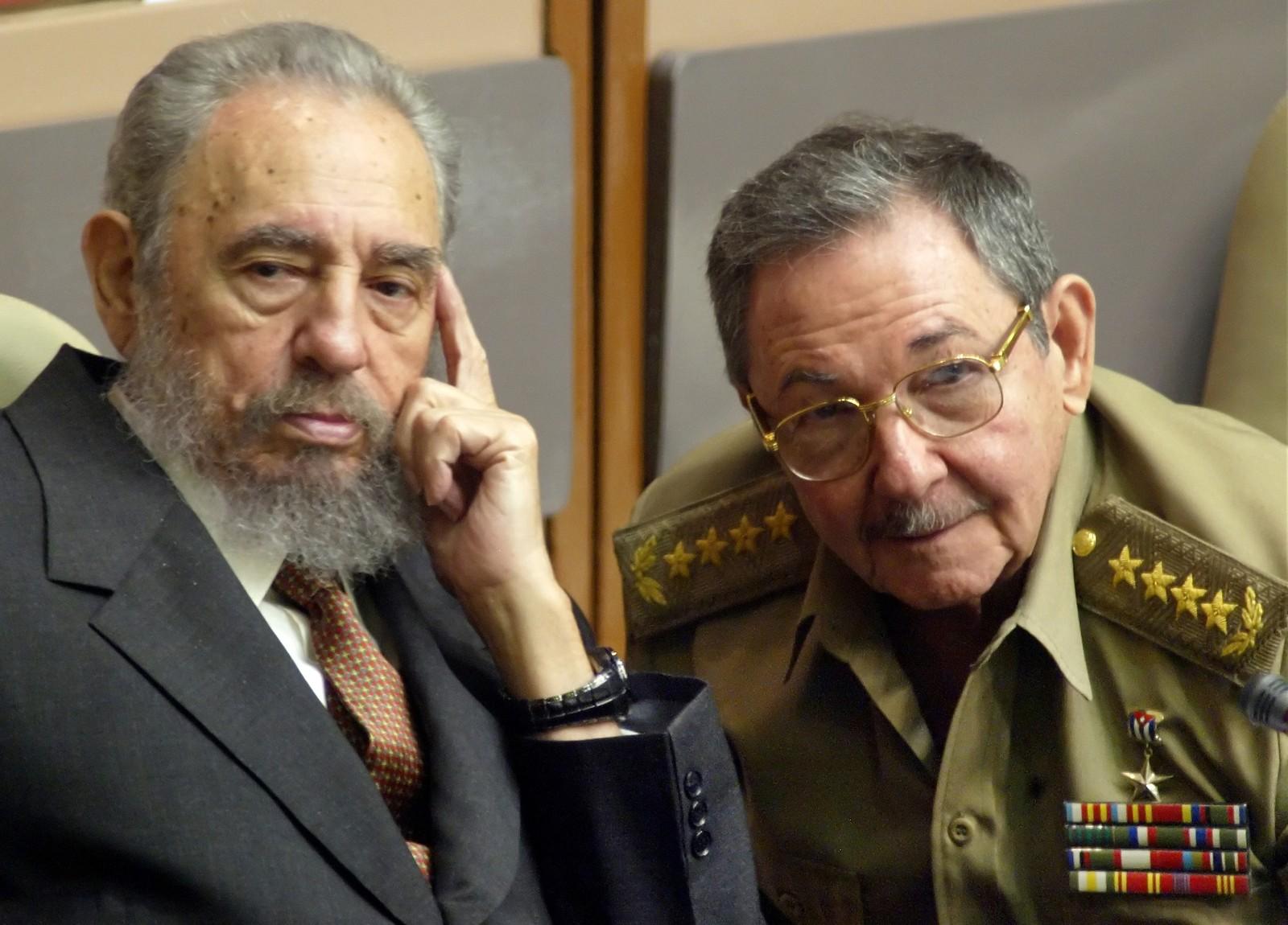 Forsvarsminister Raul Castro fikk i juli 2006 overført presidentens fullmakter og utpekt som midlertidig leder av landet. Da hadde spekulasjonene rundt brorens – og presidentens – helse vart i månedsvis. To år senere, i 2008 erklærte Fidel Castro at han ikke stilte til gjenvalg som president.