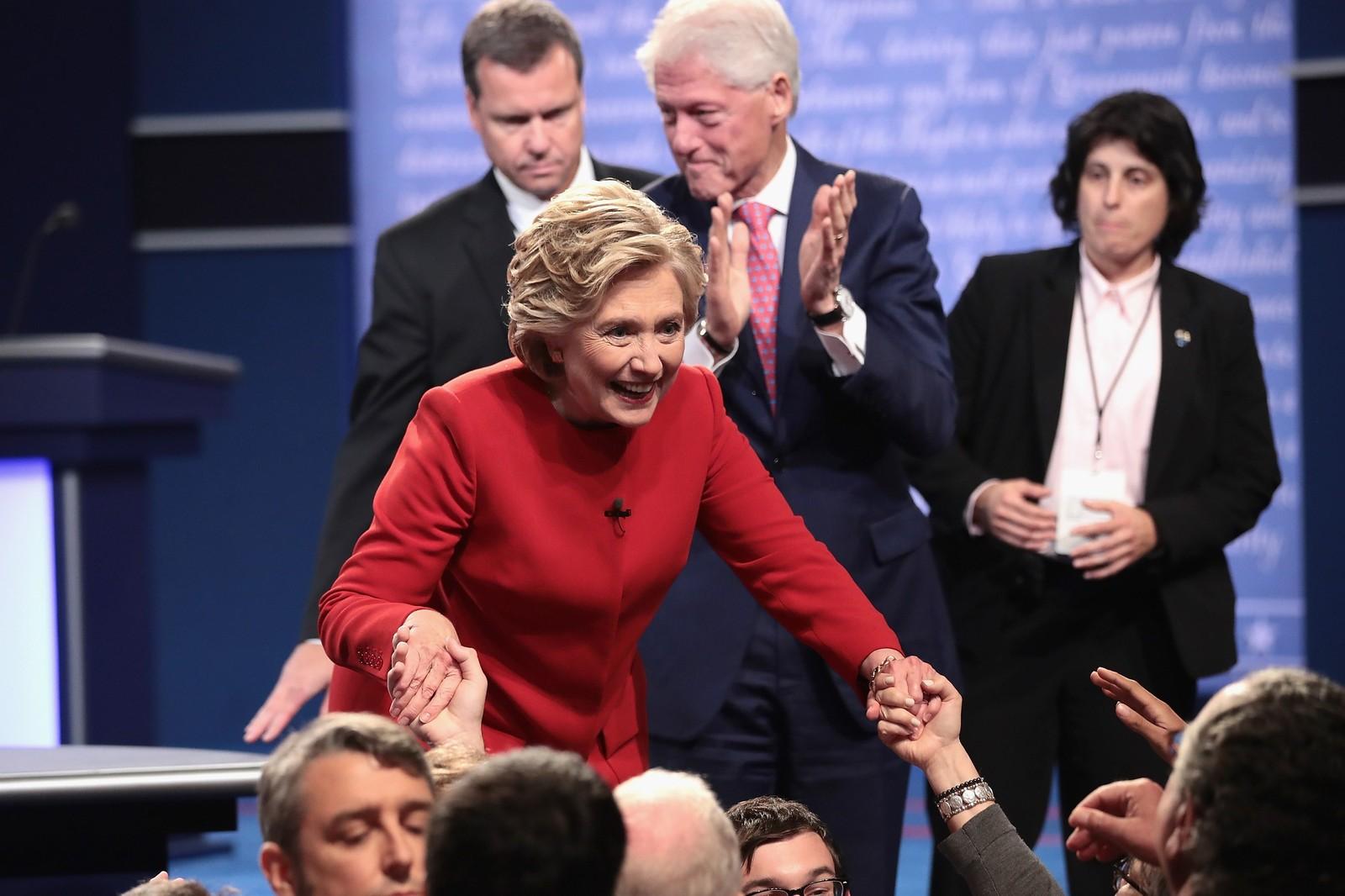 Hillary Clinton ankom med ektemann og ekspresident Bill Clinton.