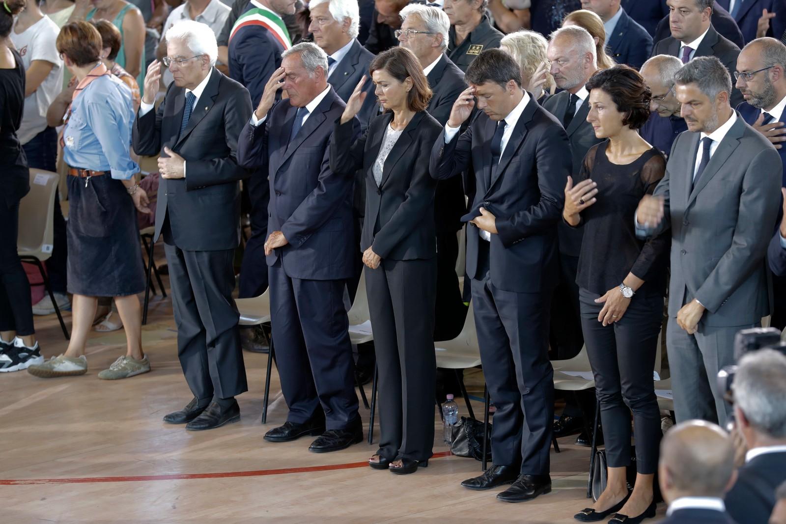 Italias president Sergio Mattarella og statsminister Matteo Renzi deltok under gravferda.
