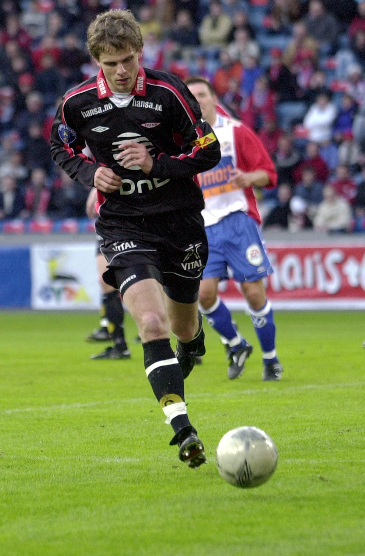 VETERAN: Hanstveit debuterte for Brann allerede i 1998. Her i aksjon for Brann mot Lyn i Oslo i 2003.