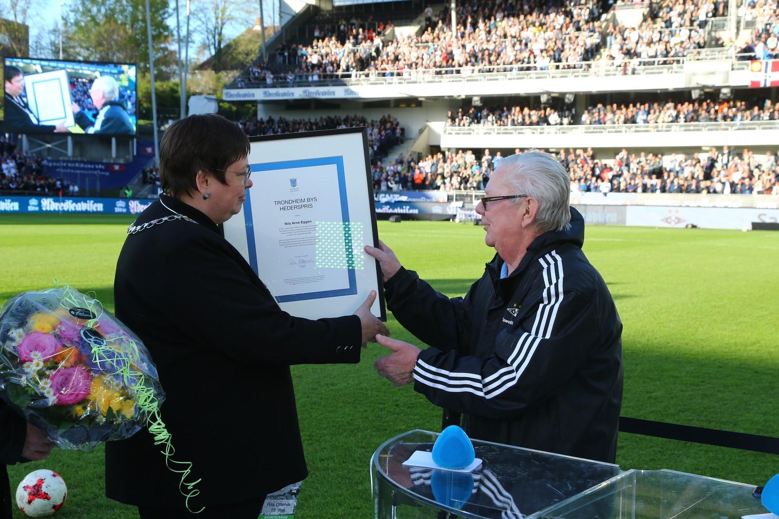 Nils Arne Eggen hylles med splitter ny hederspris.