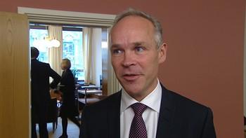 – Eg veit at eg kjem i et departement der det jobbar dyktige folk, seier påtroppande kommunalminister Jan Tore Sanner. Han har lang erfaring frå Stortinget, og seier at han føler seg godt førebudd til jobben.