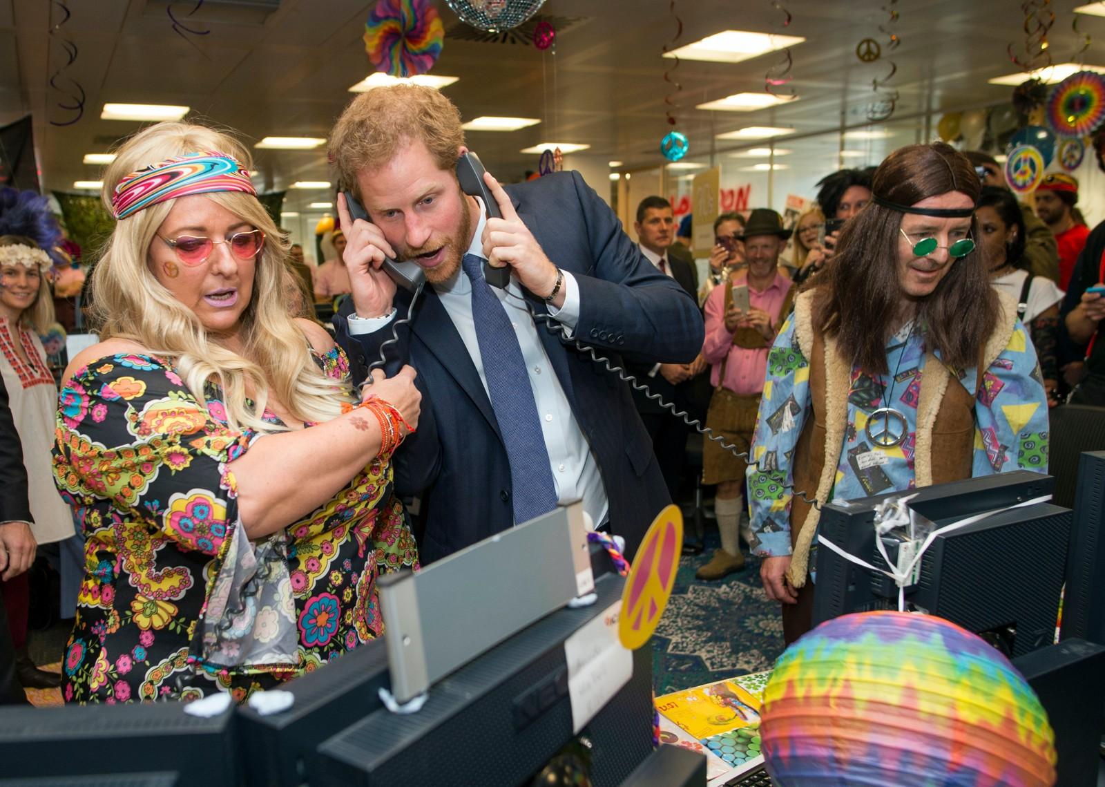 «Kjøp!» «Selg!» Prins Harry fikk prøve seg som aksjemegler under et veldedighetsarrangement denne uka.