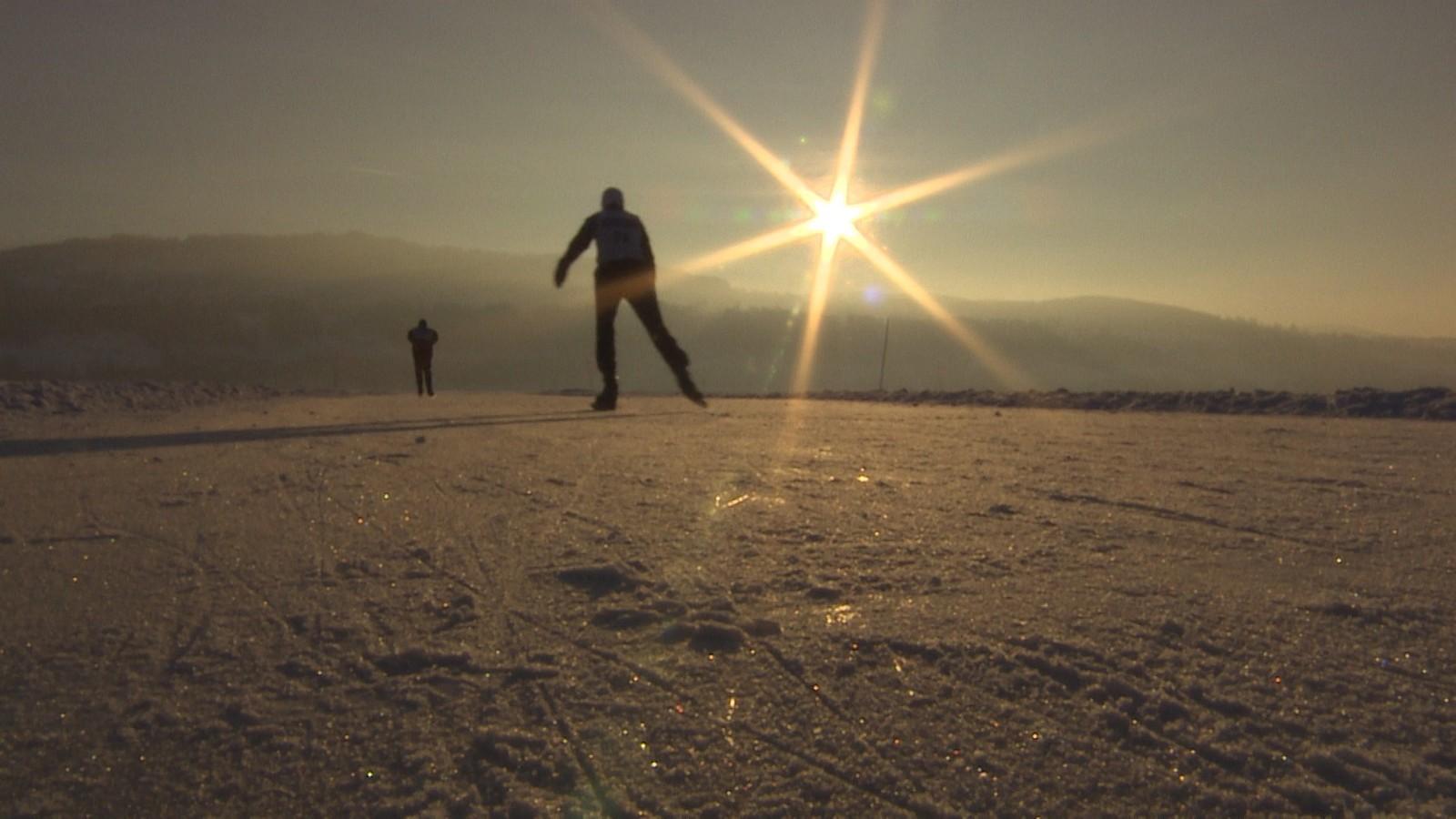 Det årlige Mjøsløpet ble arrangert for åttende gang i dag, og det trekker nederlandske skøyteentusiaster