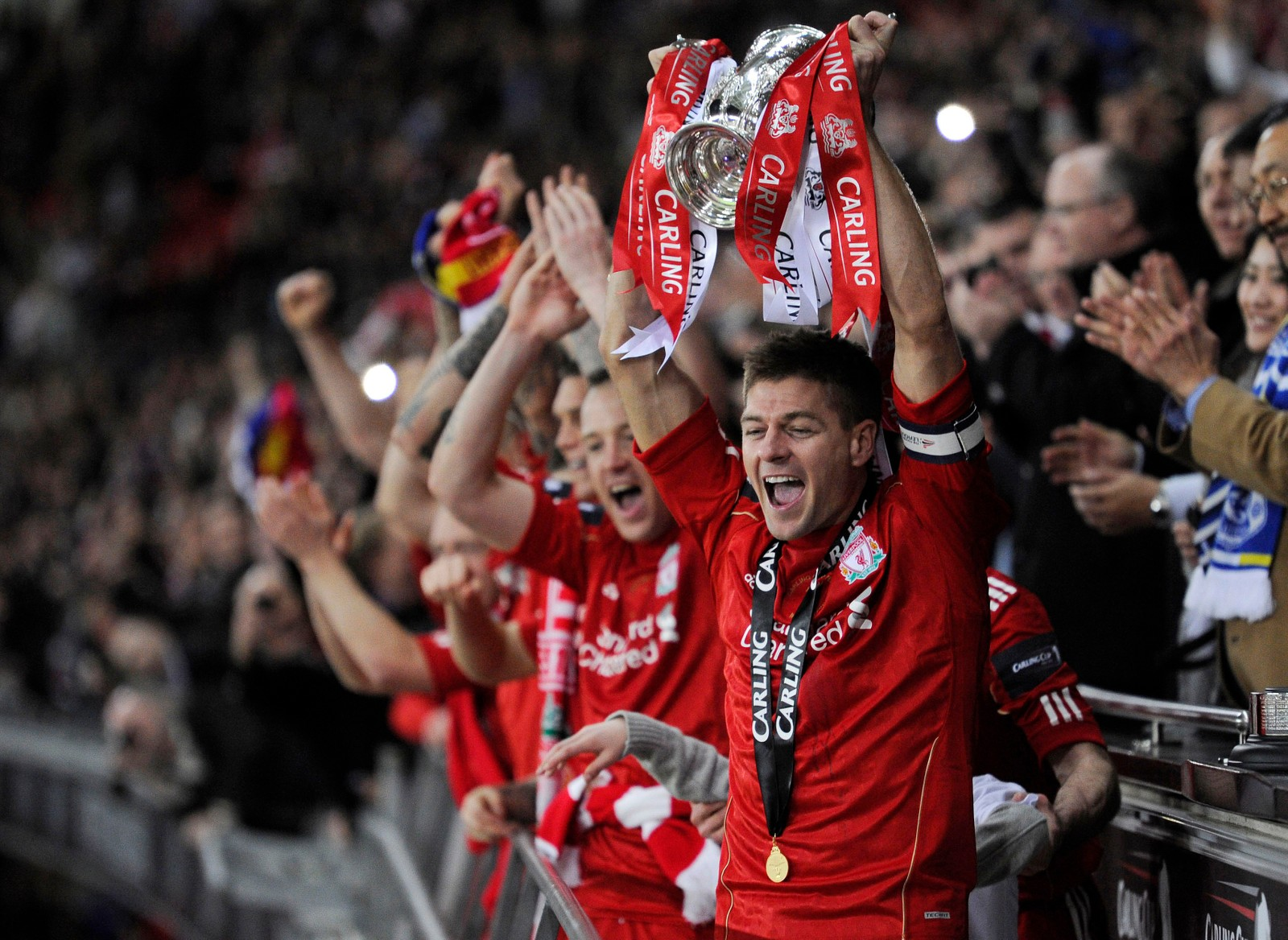 Dette ble det siste trofeet i Gerrard karriere i England. Liverpool vant ligacupen i 2012.