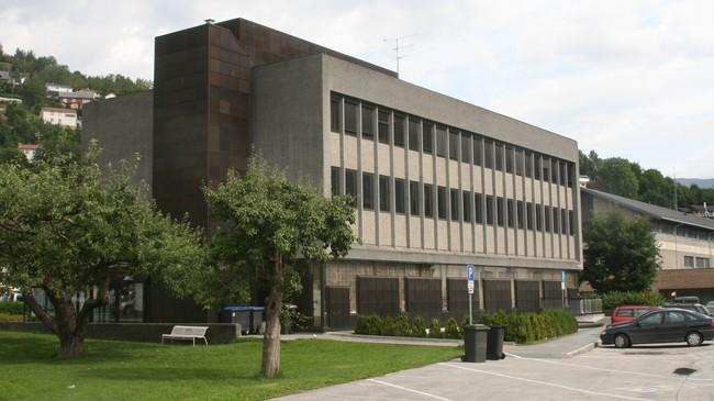 Bankbygningen frå 1966 slik han ser ut i 2008. Foto: Kjell Arvid Stølen, NRK.