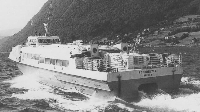 Ekspressbåten Fjordglytt på Eidsfjorden på 1970-talet. Foto: Harry Runderheim.