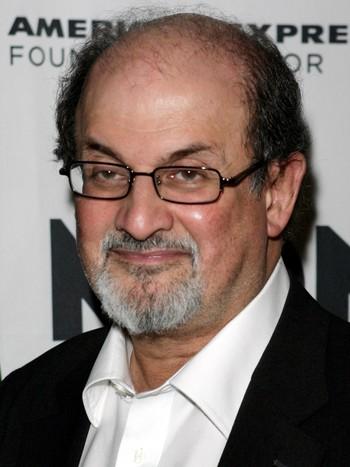 Salman Rushdie er slått til riddar i Storbritannia