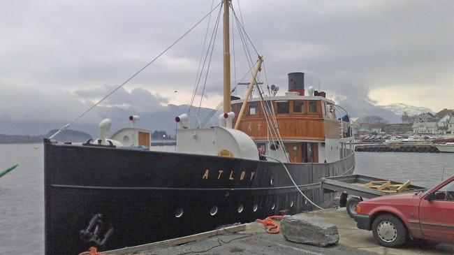 """Fjordabåten """"Atløy"""" er teken vare på av veteranskipsentusiastar i Florø. Foto: Kjell Arvid Stølen, NRK."""