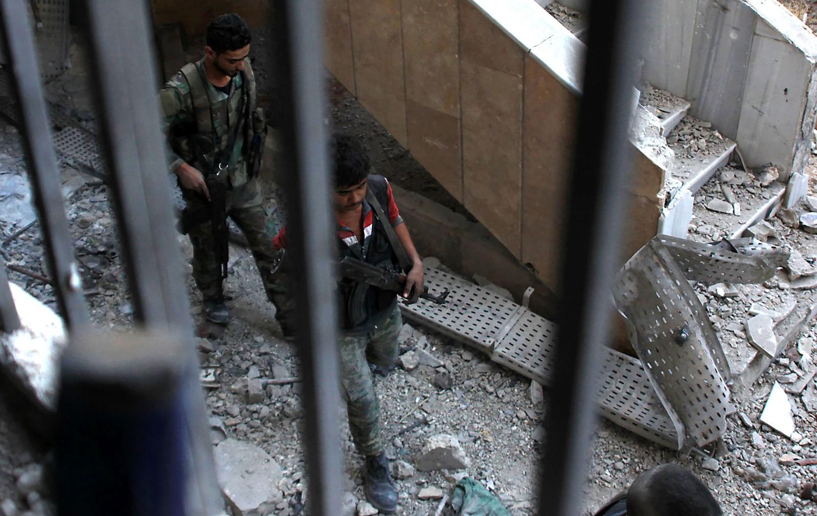 Syriske regjeringsstyrkar gjekk i dag inn i Bustan al Basha-nabolaget i det austlege Aleppo for første gong sidan 2013.