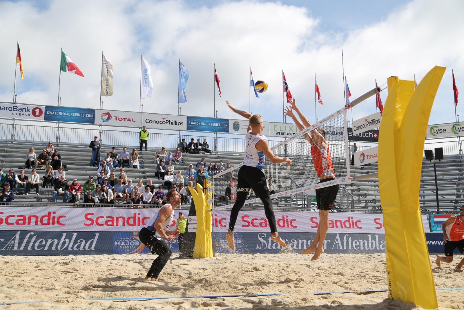 Øyvind Hordvik og Morten Kvamsdal under kampen mot nederlandske Nummerdor/Varenhorst.